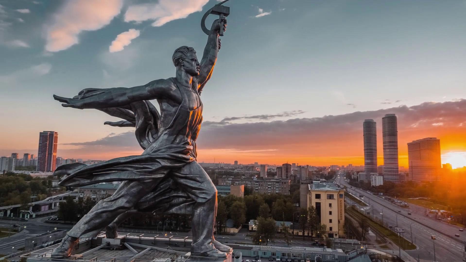 Rusya'da yaşayarak kaliteli bir okulda, kaliteli bir eğitim al.